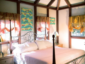 St John Rental Home Tree Tops master bedroom with king bed and vull bath just steps from hot tub